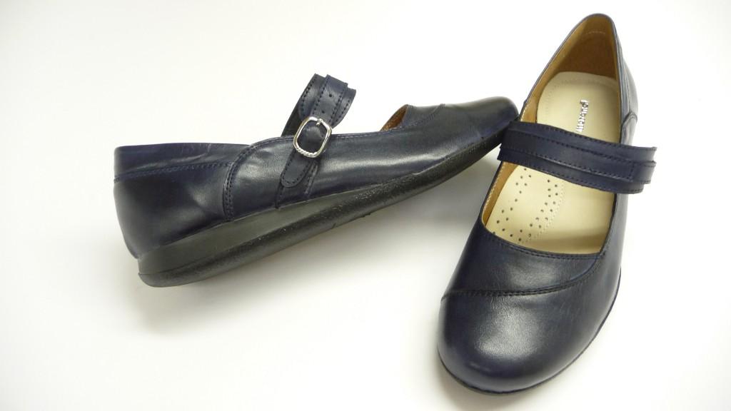 818aeb277c Egyedi kívül- belül a legpuhább /kecske- sevro/ bőrből készült gumis, pántos,  stabil cipő lábkényelmi beépítésekkel 36- 37- 38- 39- 40- 41- 42.